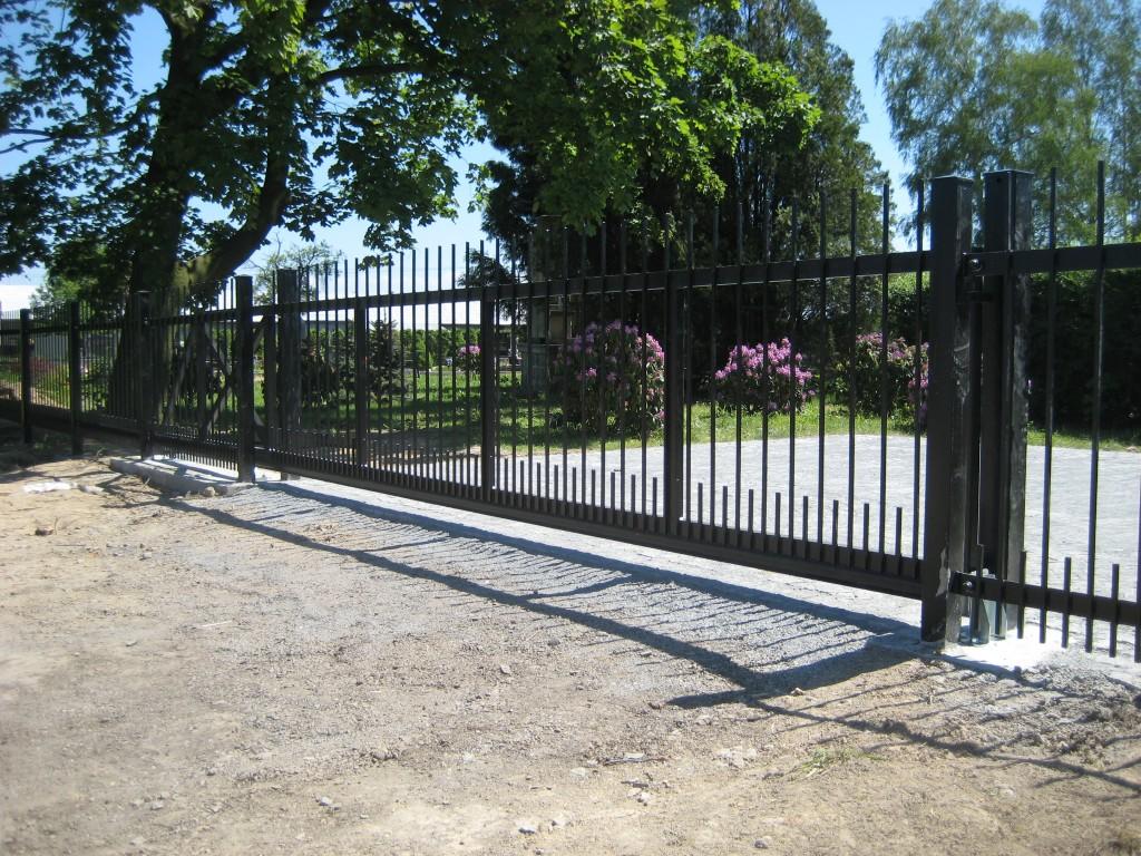 2014.06.07. Polanka hřbitov, výroba a montáž bran (10)