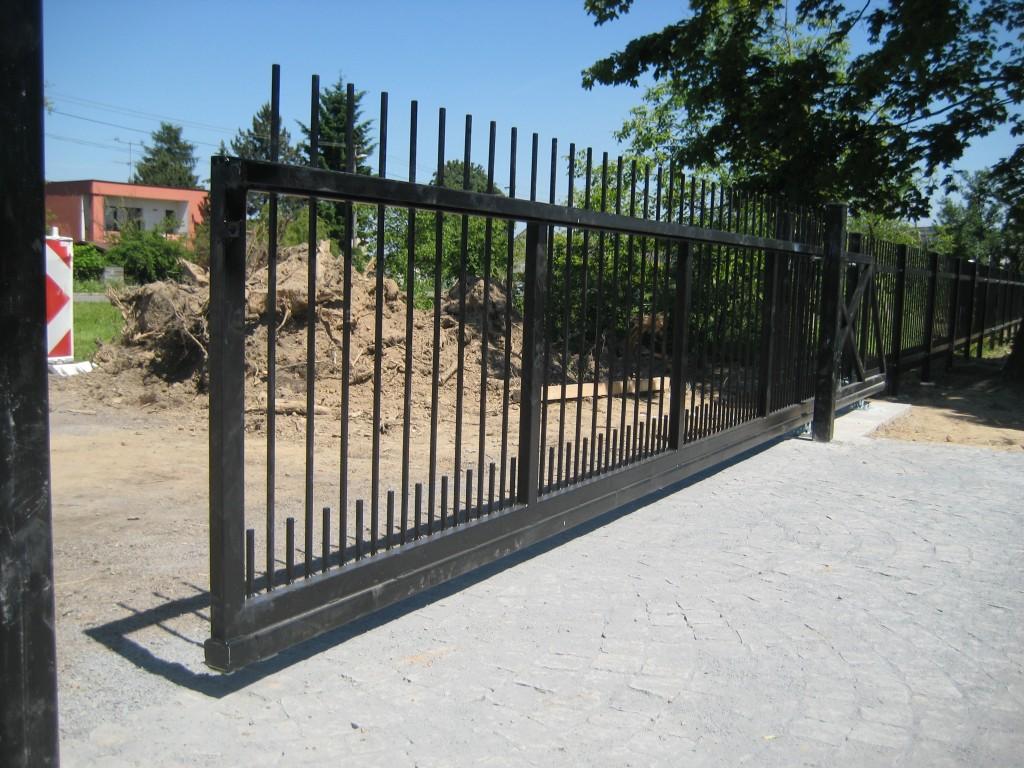 2014.06.07. Polanka hřbitov, výroba a montáž bran (11)