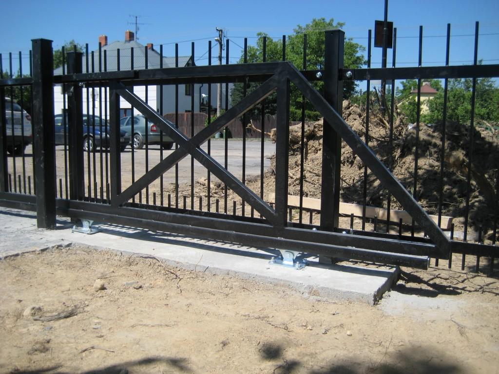 2014.06.07. Polanka hřbitov, výroba a montáž bran (12)