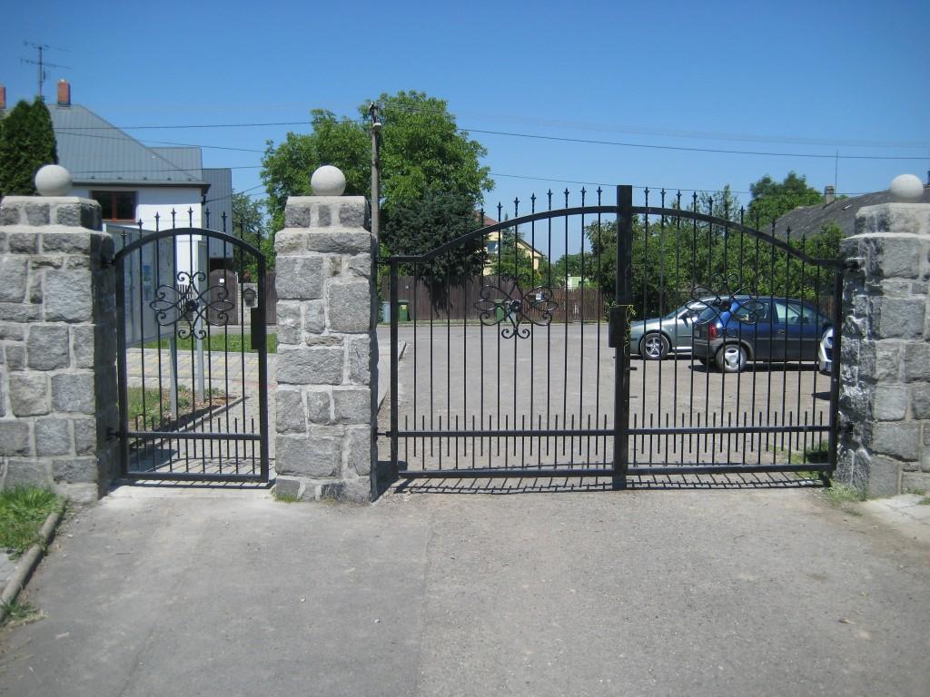 2014.06.07. Polanka hřbitov, výroba a montáž bran (3)