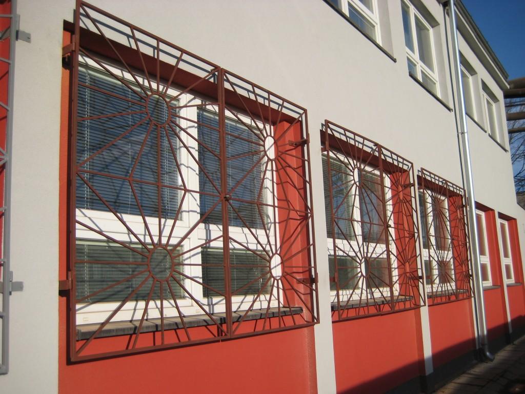 2015.12.11. okenní mříže v Třineckých železárnách pro firmu Holec (1)
