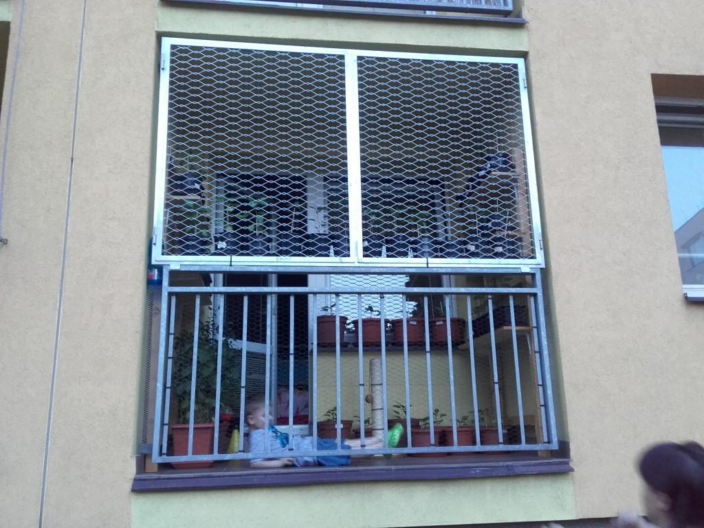 Ocelová balkónová mříž z tahokovu