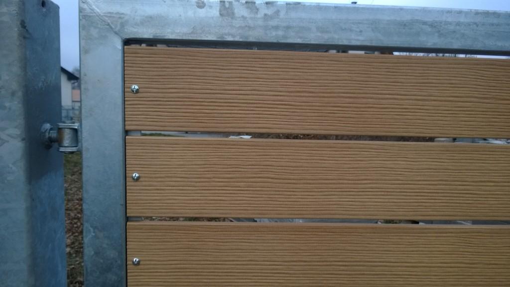 Dvoukřídlá brána v Nové Bělé