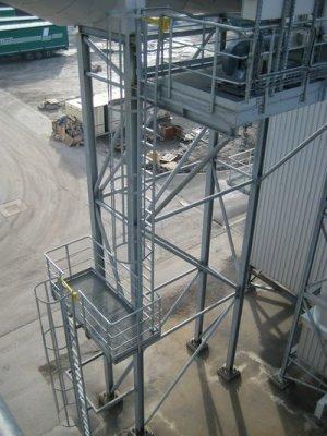 Dokončovací práce ve sklárnách v Charleroi v Belgii