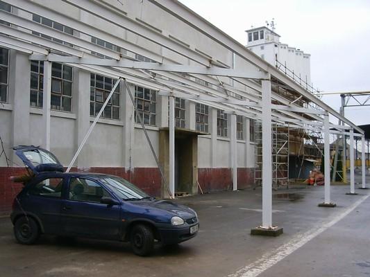 Montáž ocelové konstrukce přístavby v Novém Jičíně