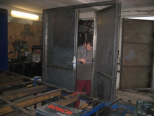 Výroba zateplených ocelových dveří ve Vratimově